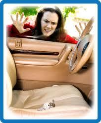 kunci mobil tertinggal di dalam, buka pintu mobil